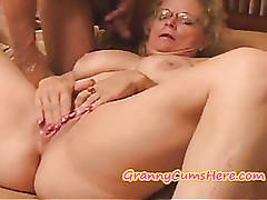 Nalgadas videos de sexo - porno MILF caliente gratis